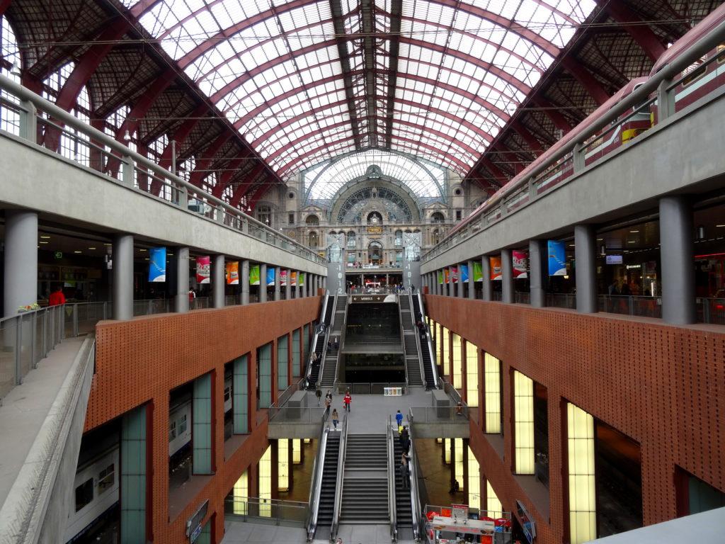 Kolej belgijska - dworzec w Antwerpii