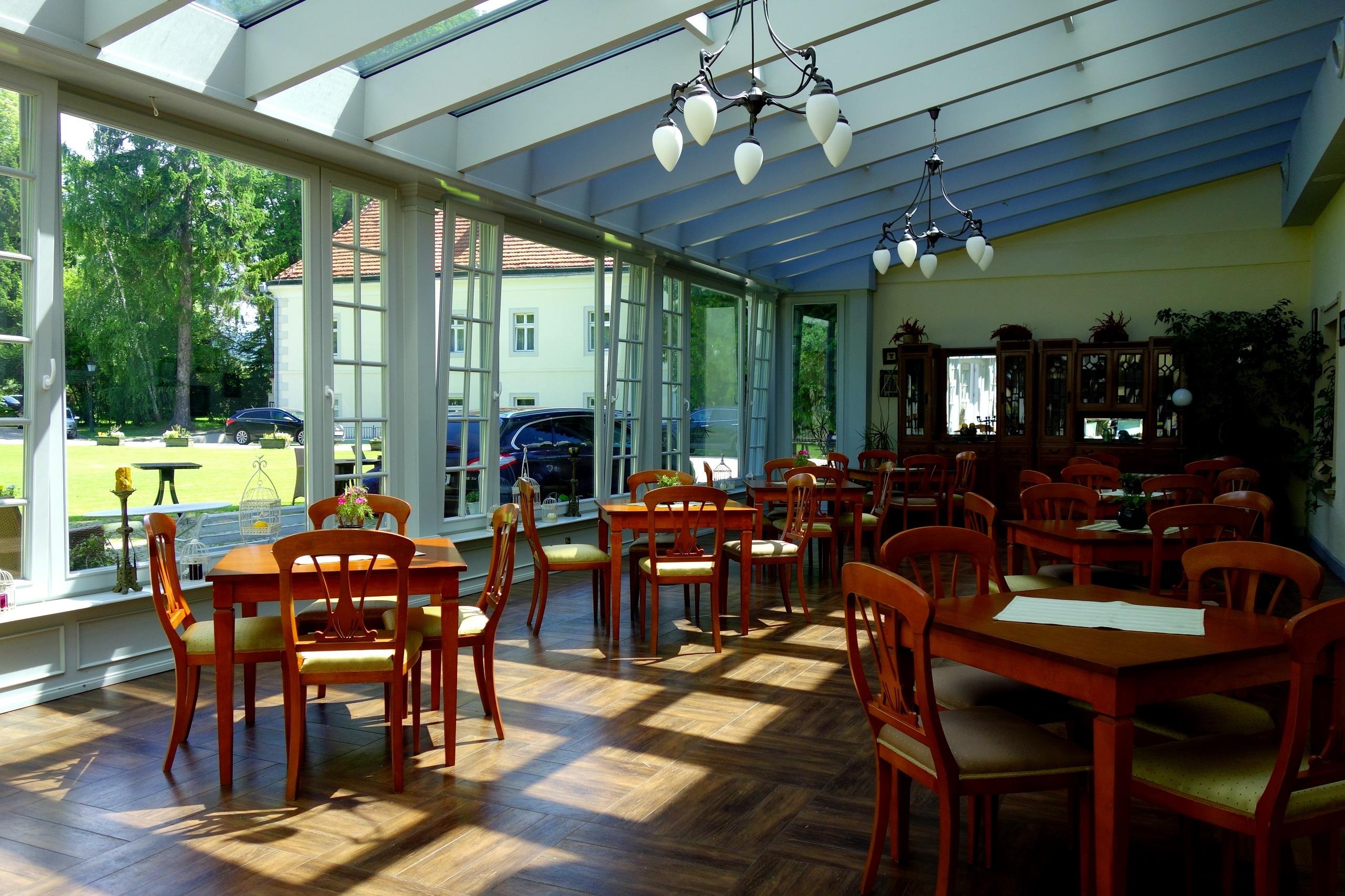 Oranżeria, w której znajduje się obecnie restauracja - Zamek na Skale