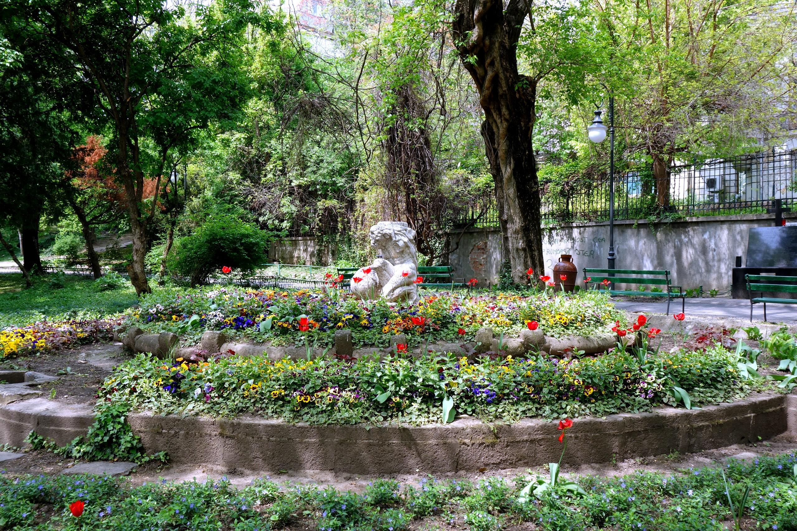 Ogród Cişmigiu i jego wspaniałe zakątki - Rumunia, Bukareszt
