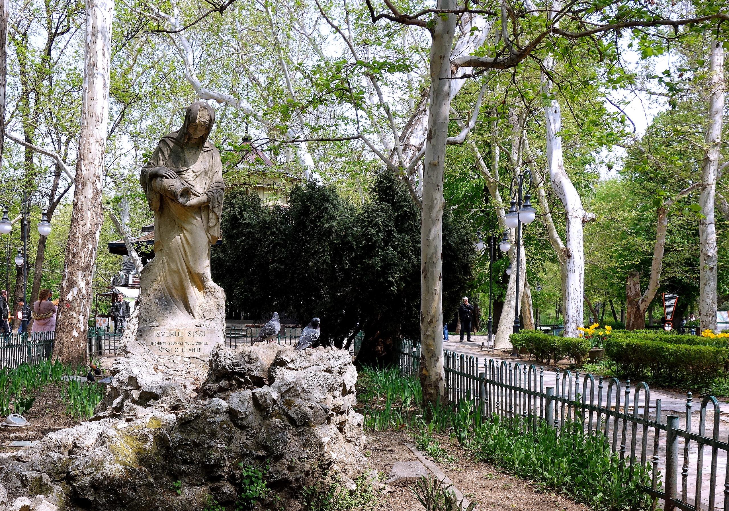 Ogród Cişmigiu i jego wspaniałe rzeźby - Rumunia, Bukareszt