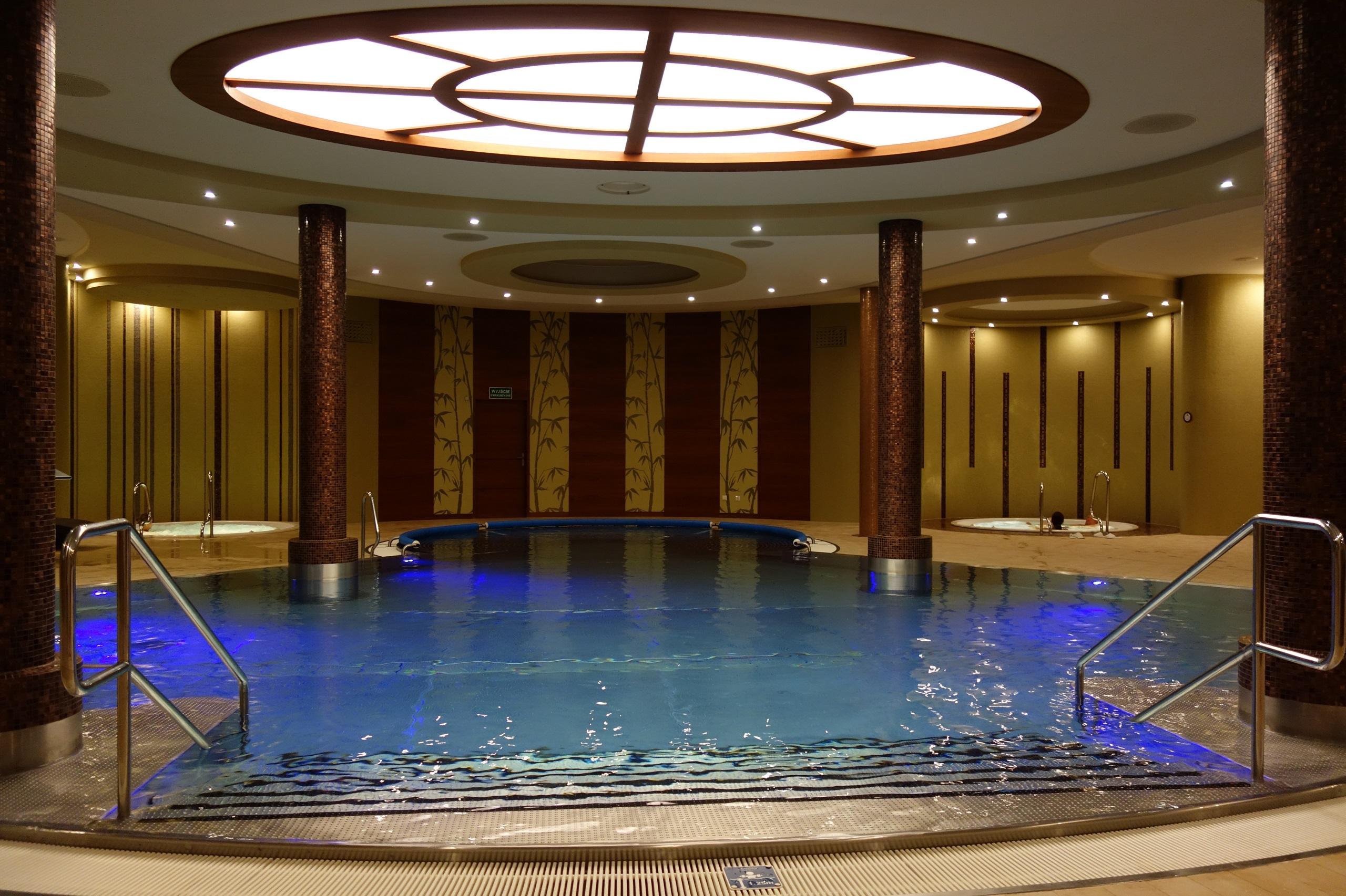 Pałac Mierzęcin - hotelowy basen