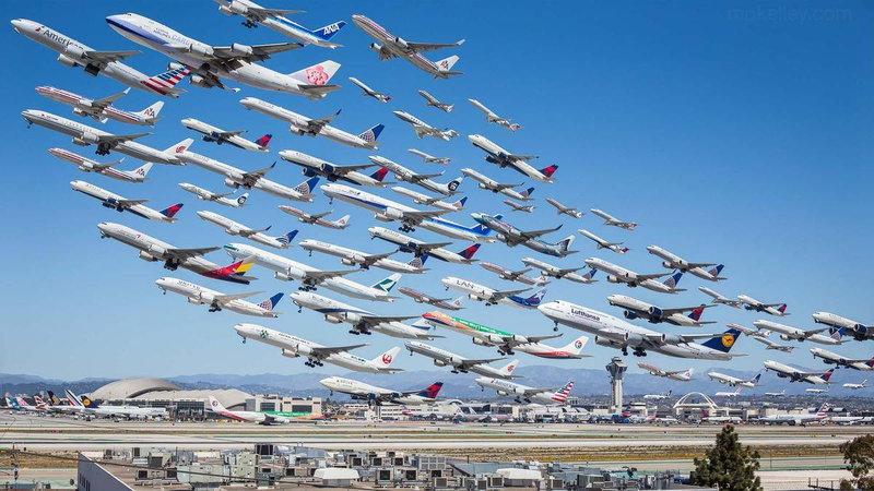 Zdjęcie Mike Kelley'a - 75 samolotów odlatujących z lotnisku w Los Angeles, źródło - podroze.onet.pl