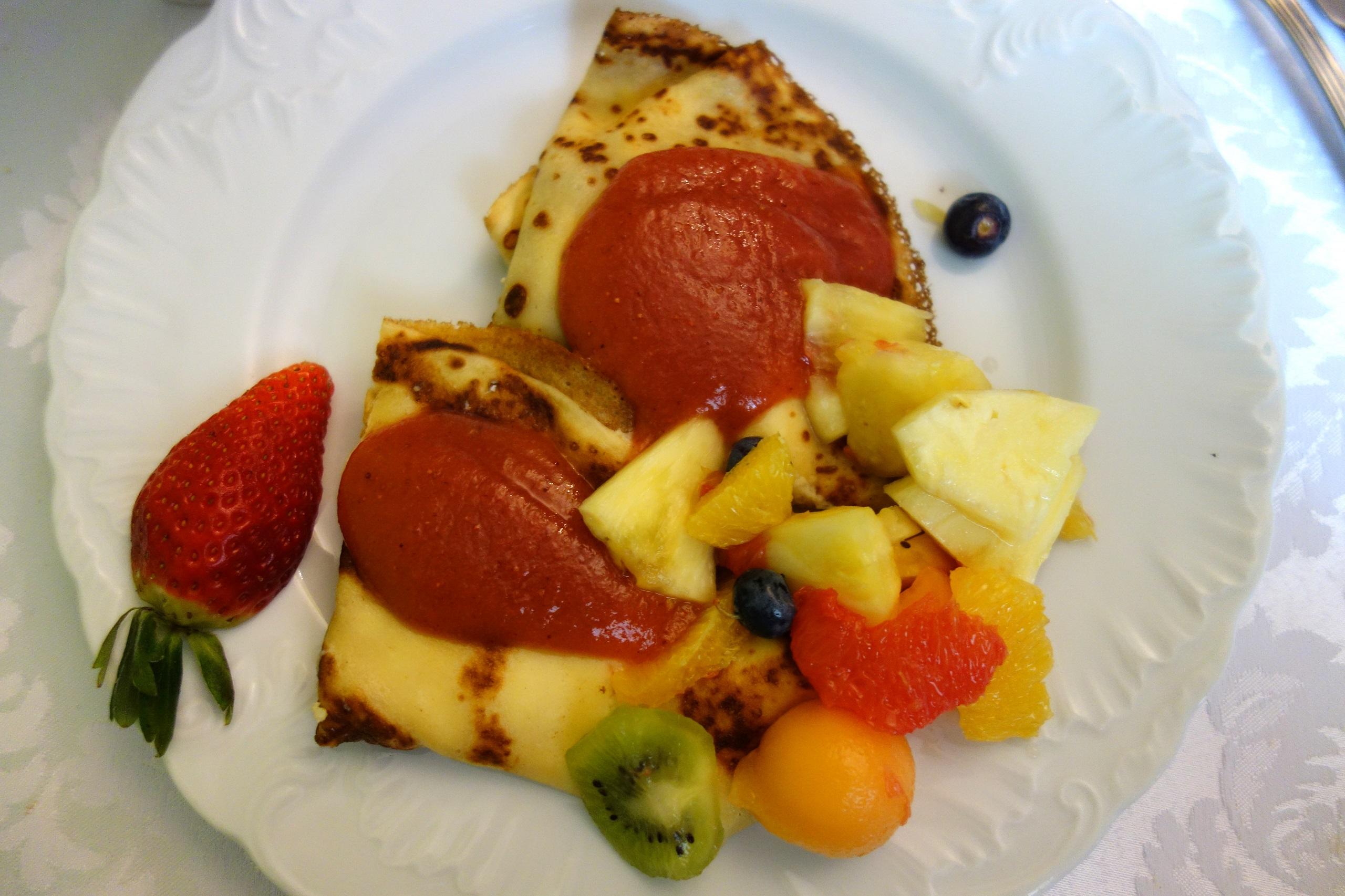 Śniadanie bufetowe - własna kompozycja naleśników ;) - Zamek Dubiecko