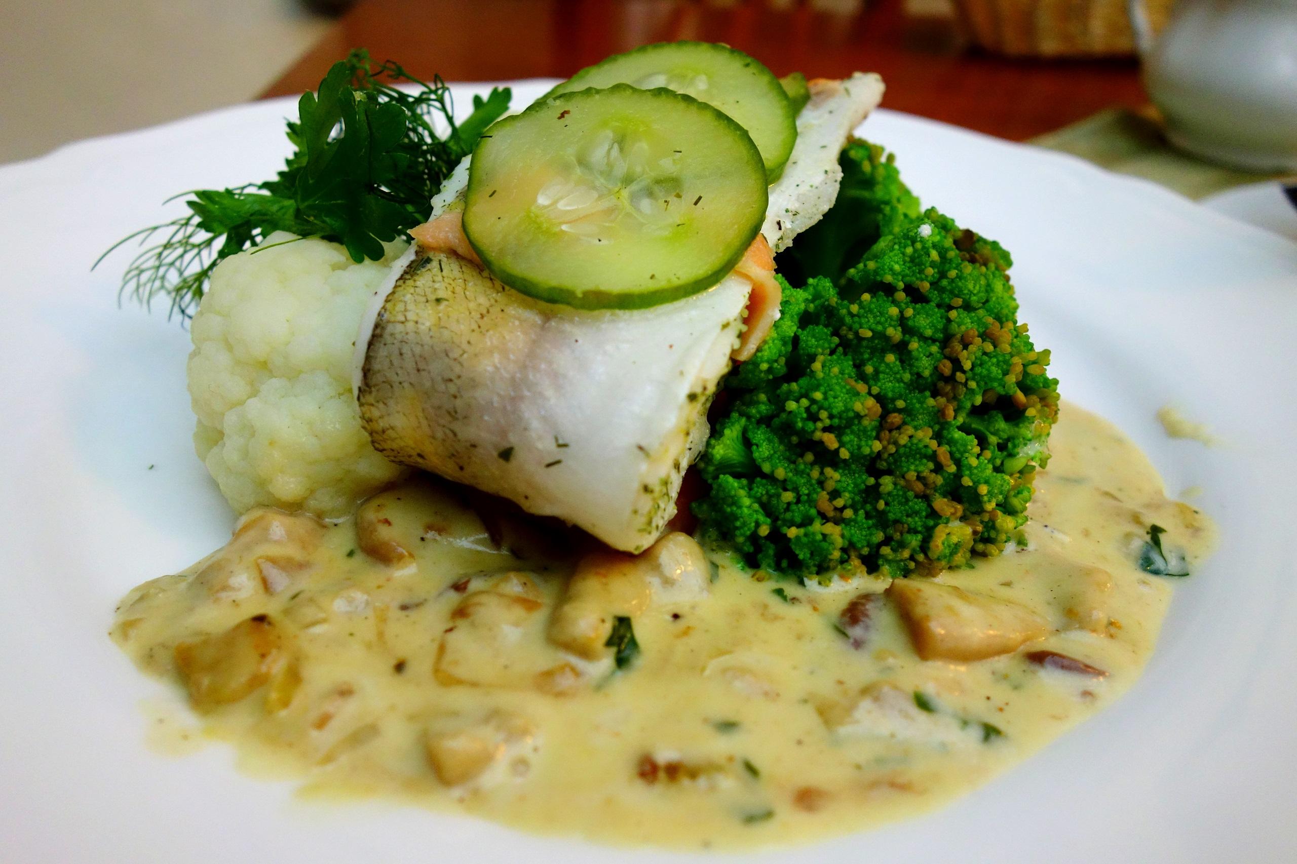 Pyszna ryba podana w zamkowej restauracji - Zamek na Skale