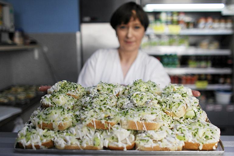 Tradycyjne kanapki śledziowe - dania śląskie, których nie znaliście