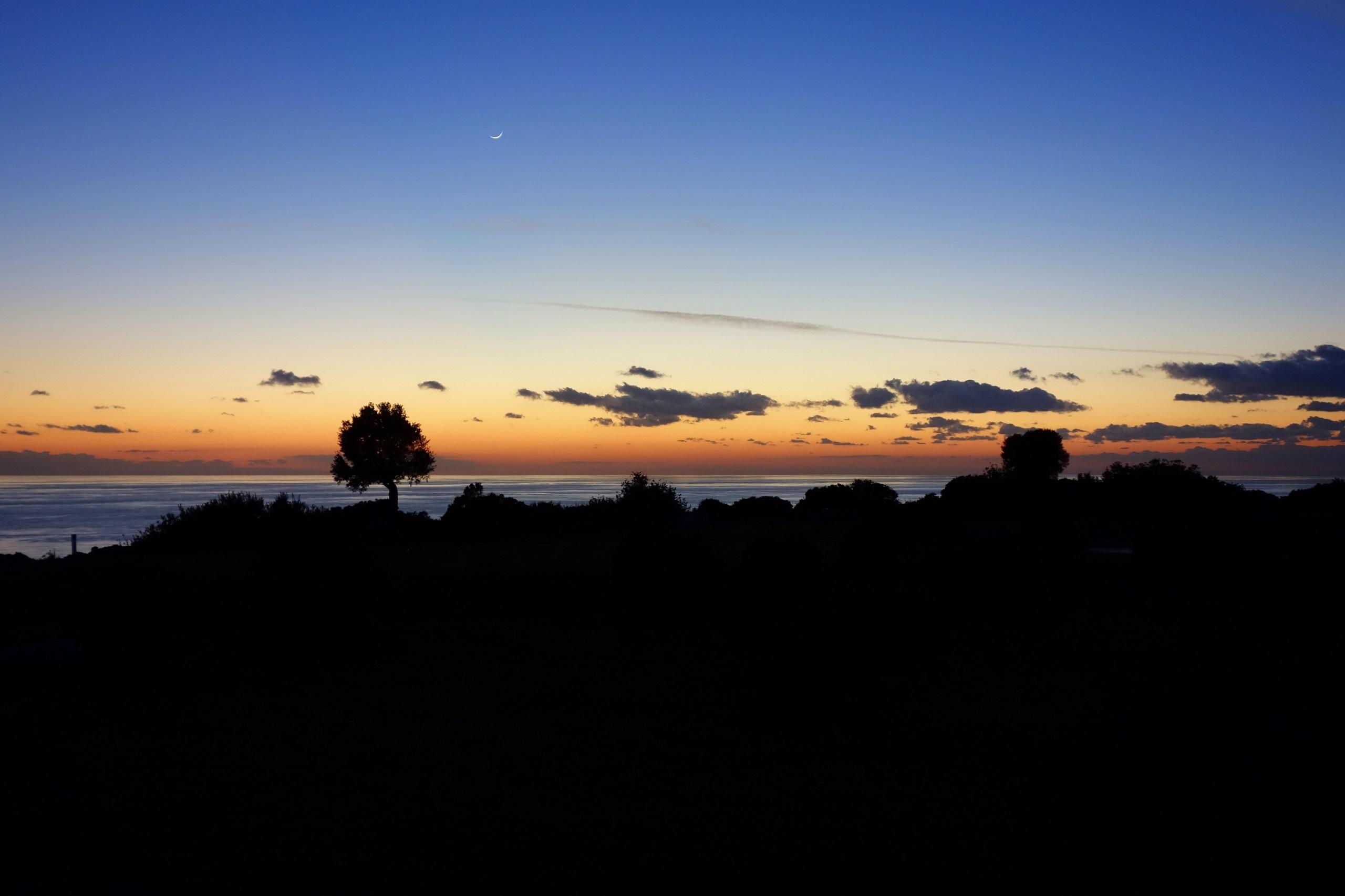 Cypr nocą - widok z Aphrodite Hills Hotel