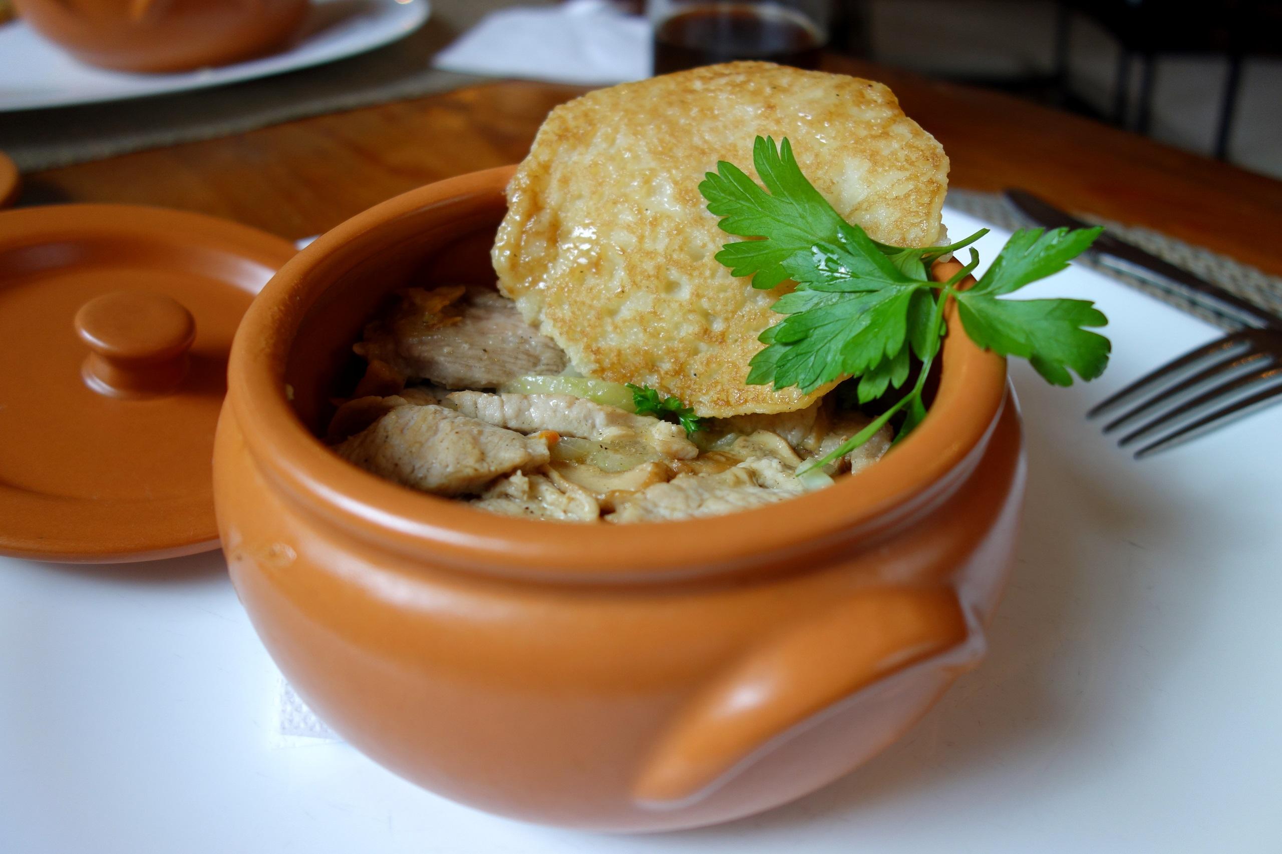 Kuchnia białoruska – mięso z ziemniaczanymi plackami