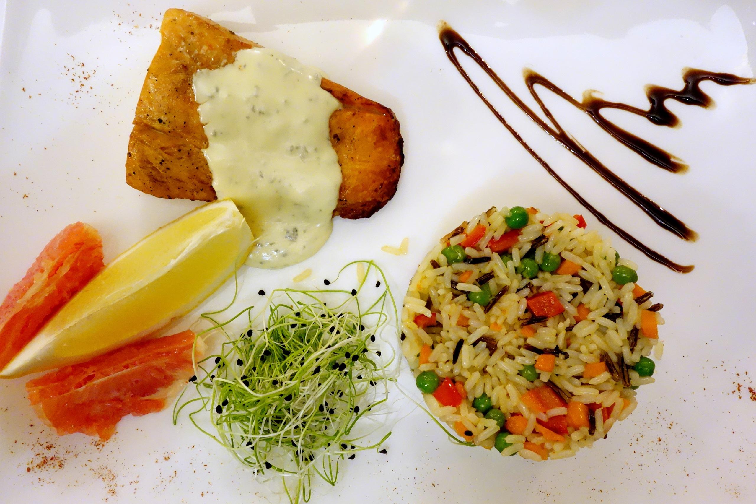 Restauracja Château Vartely - łosoś z ryżem :)