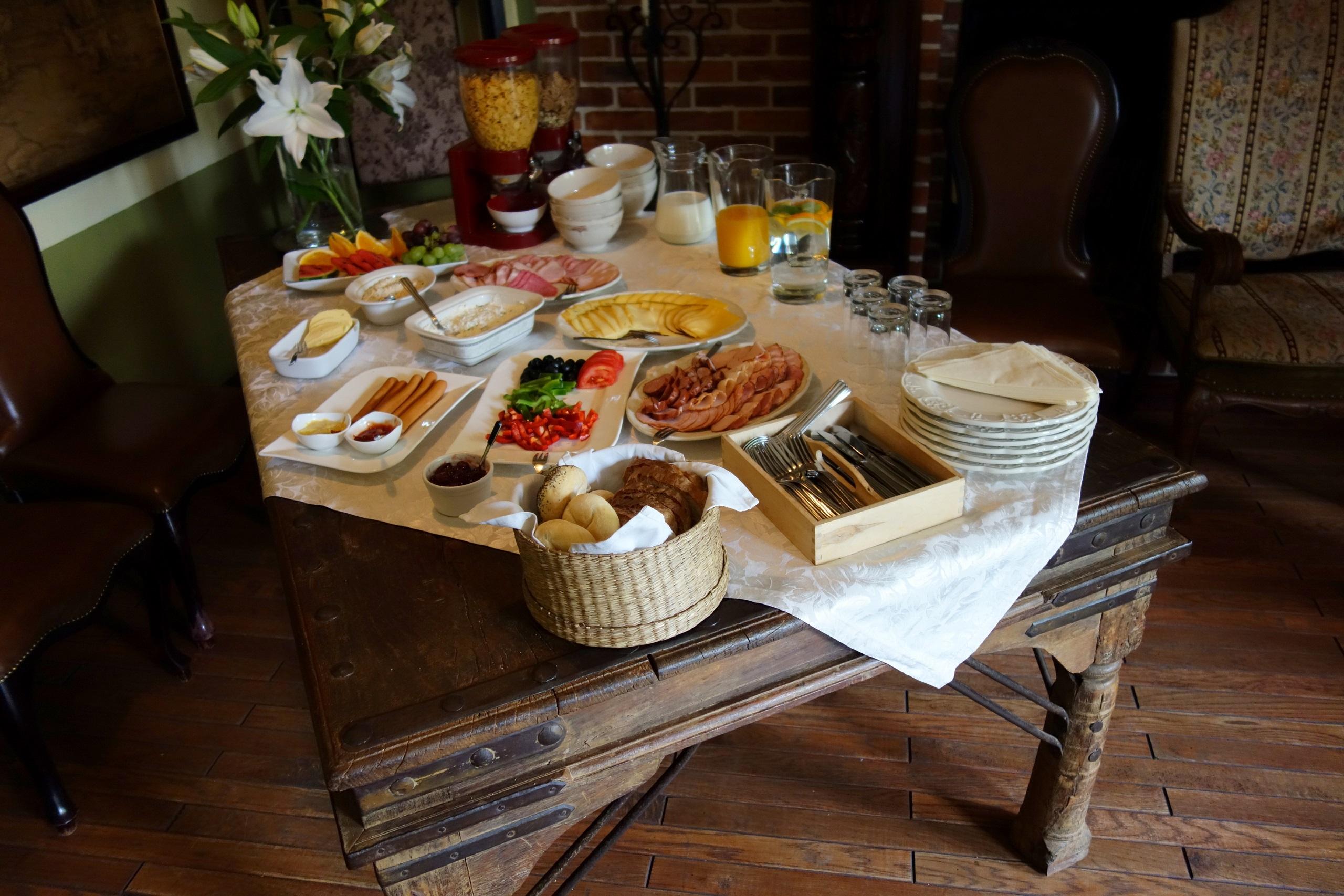 Gościniec Zamkowy - stół z XVIII wieku