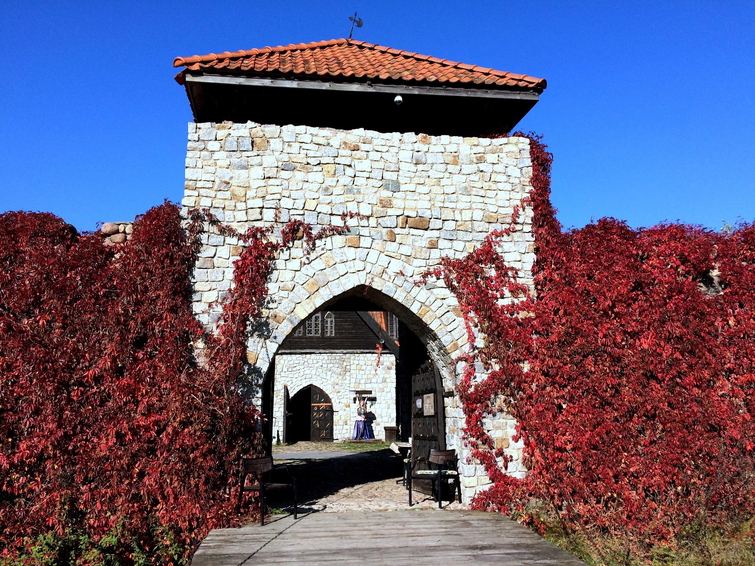 Jantarowy Kasztel - jedna z atrakcji w Kiermusach