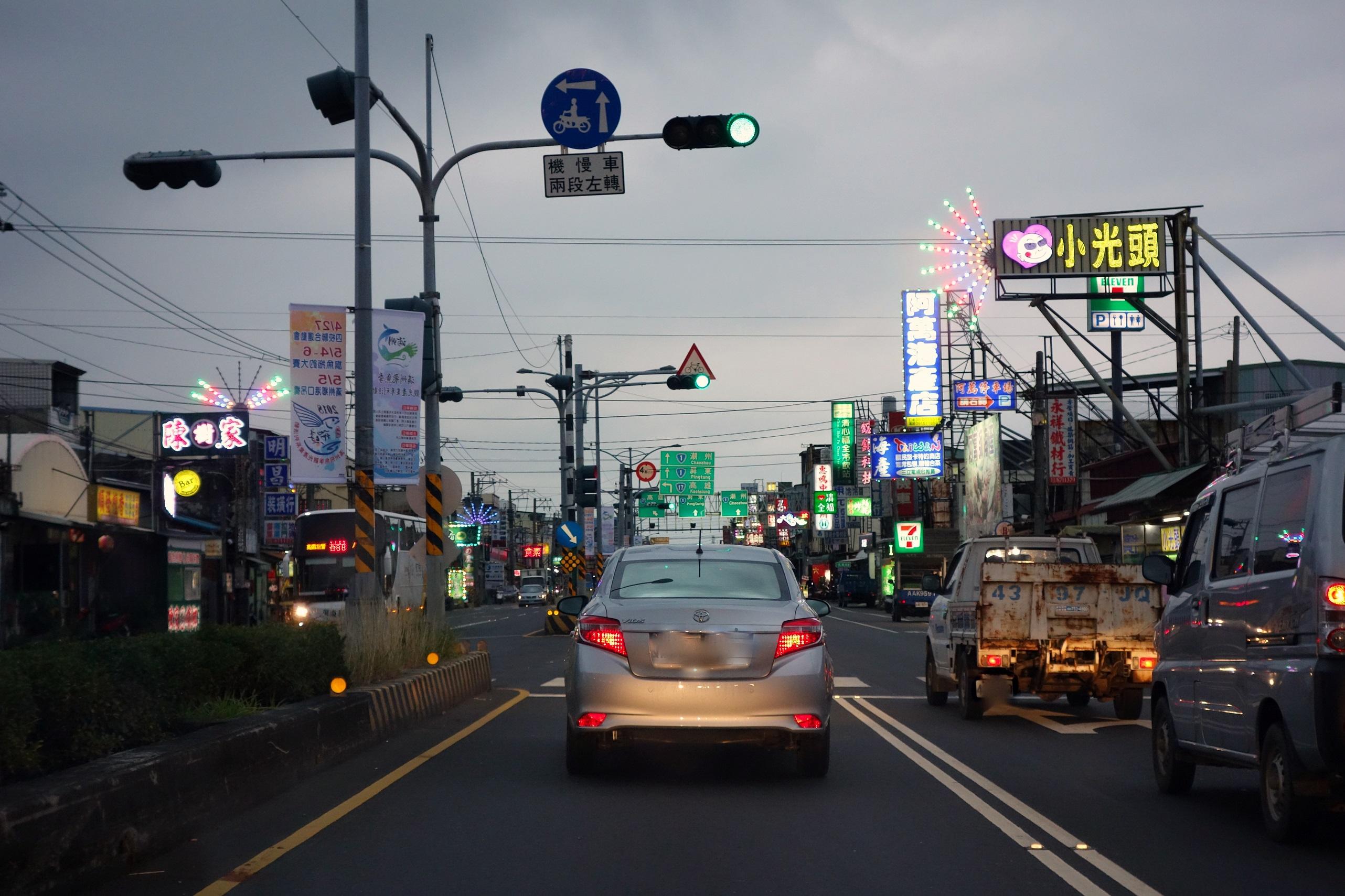 Miasta Tajwanu nocą - Podróże od kuchni