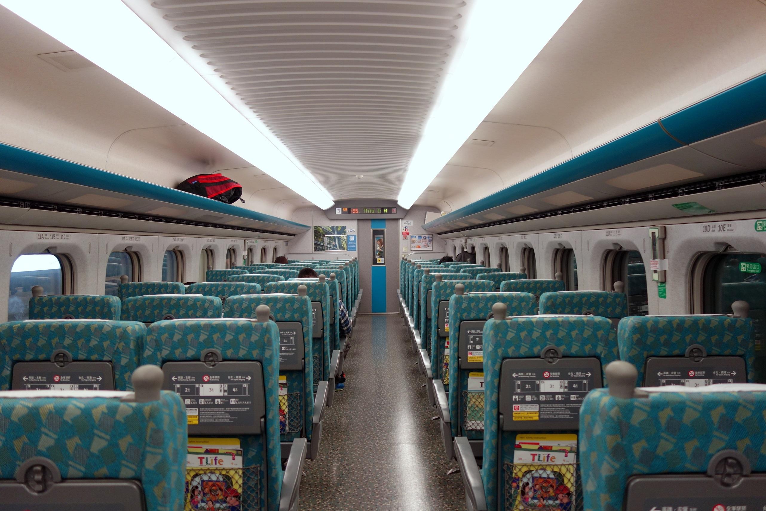 Wnętrze szybkich pociągów Taiwan High Speed Rail (HSR)