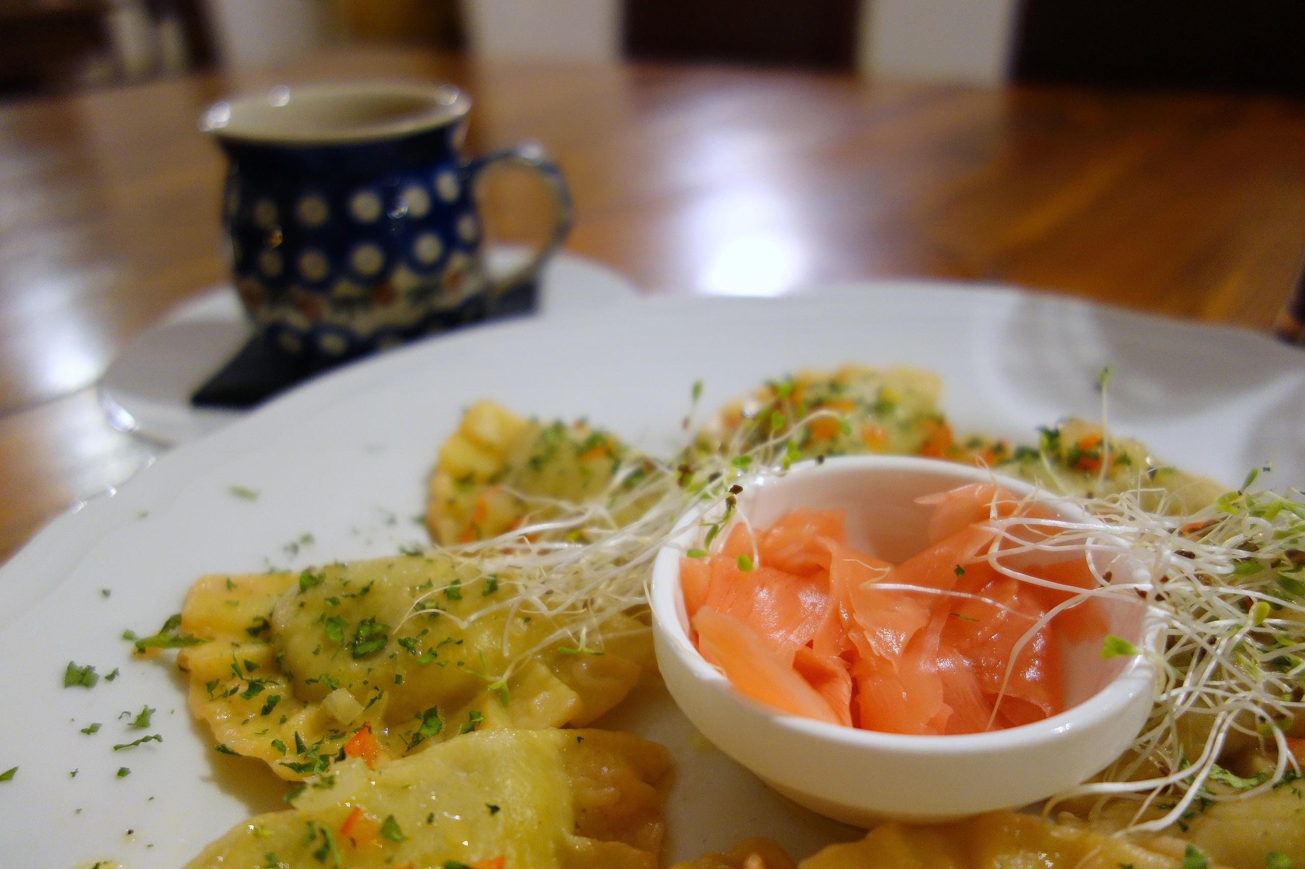 Pierogi z gęsiną podawane z marynowanym imbirem - Restauracja Zamkowa, Tykocin