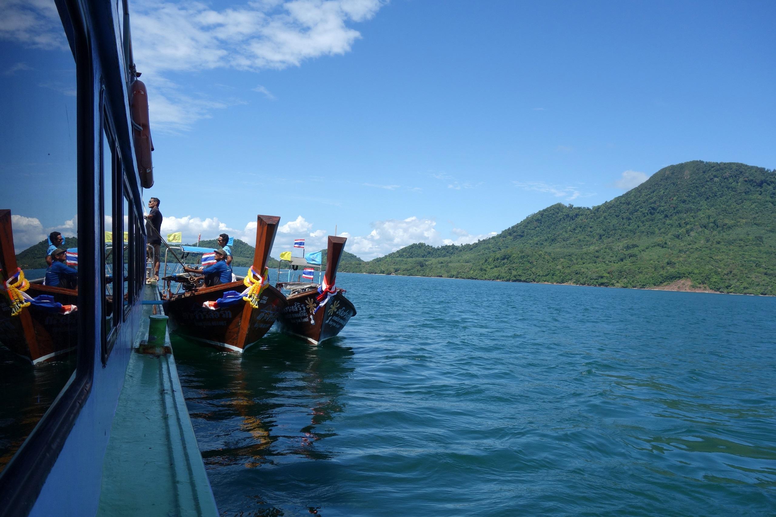 Prom z Krabi na wyspę Koh Jum i przesiadka na łodzie longtails