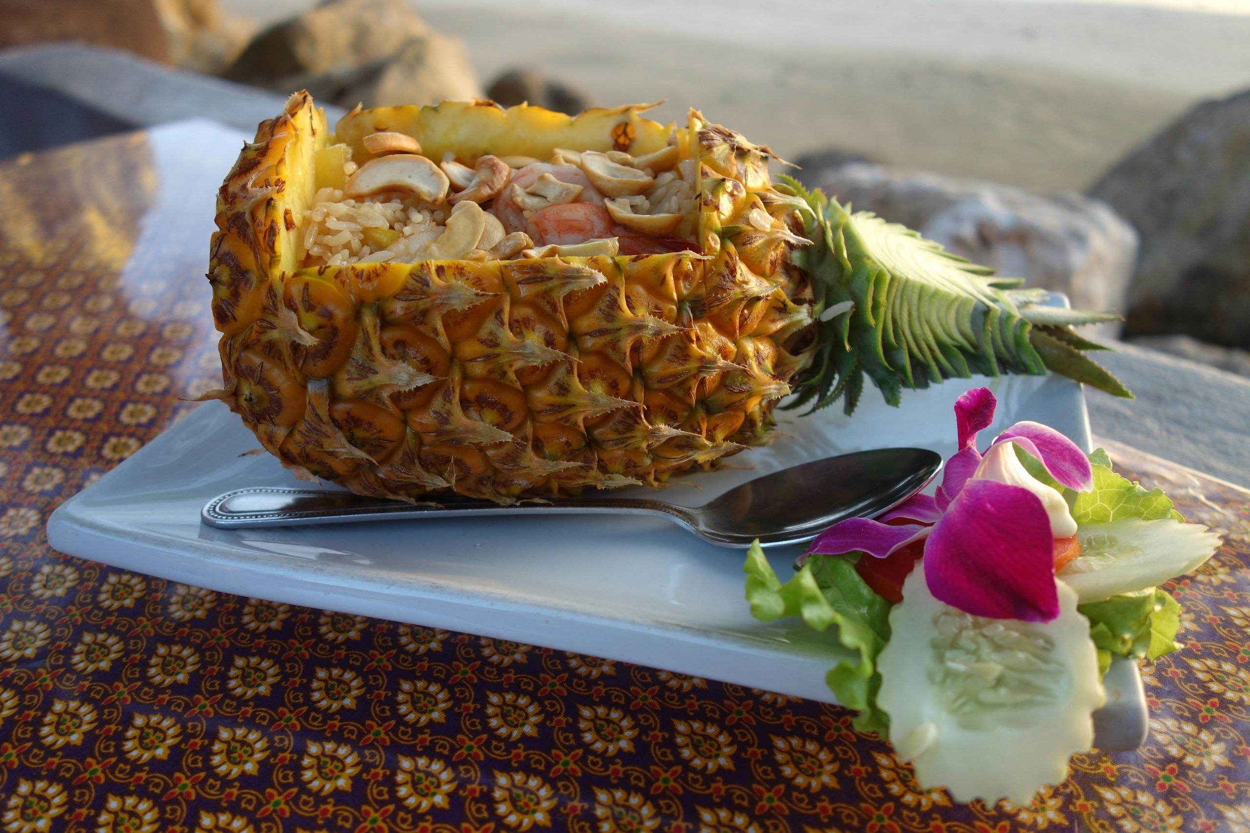 Jedno z popularnych dań w Tajlandii - Khao Pad Sapparot - wyspa Koh Jum