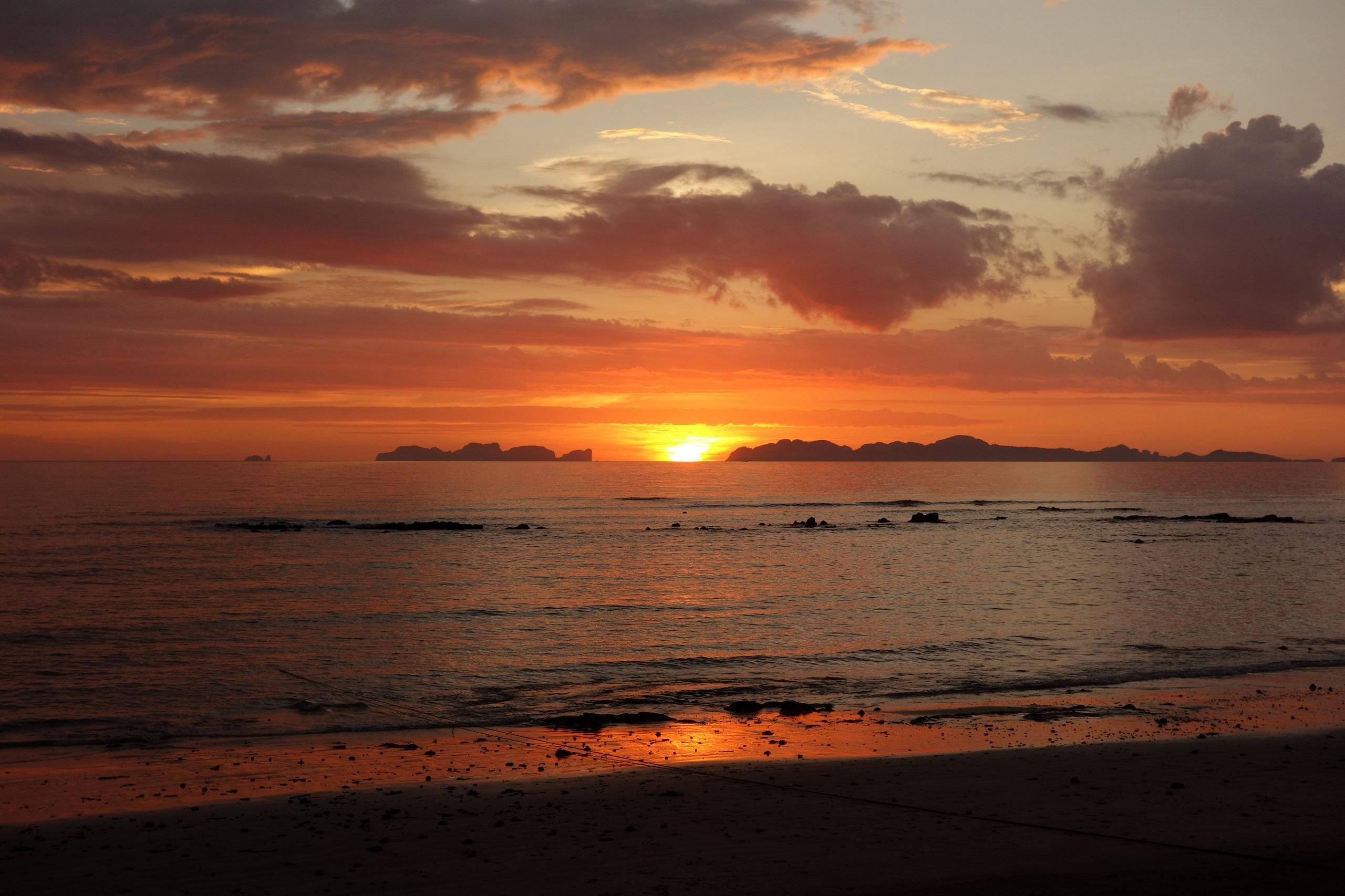 Zachód słońca na wyspie Koh Jum, Tajlandia