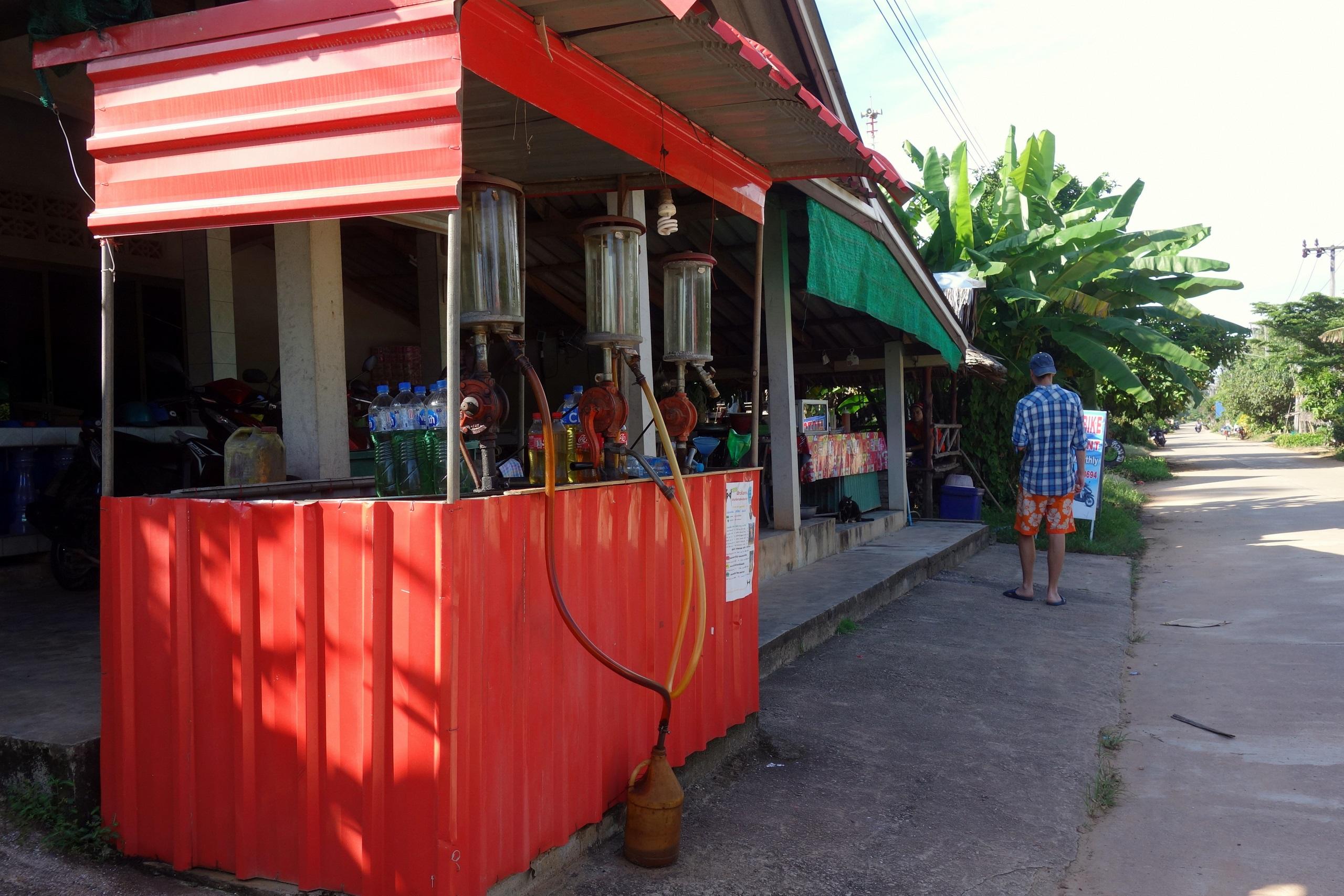 Stacja benzynowa na wyspie Koh Jum - Tajlandia