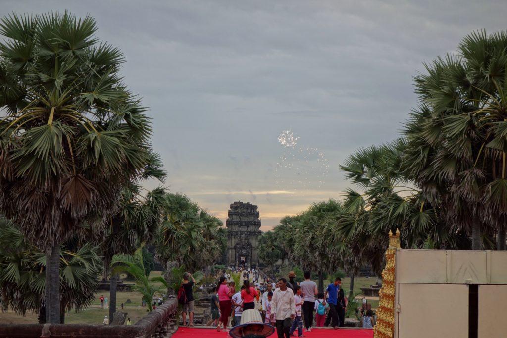 Angkor Wat, Kambodża - fajerwerki na cześć króla